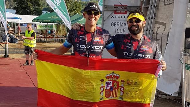 Macías y Candón tras ganar la prueba en Alemania
