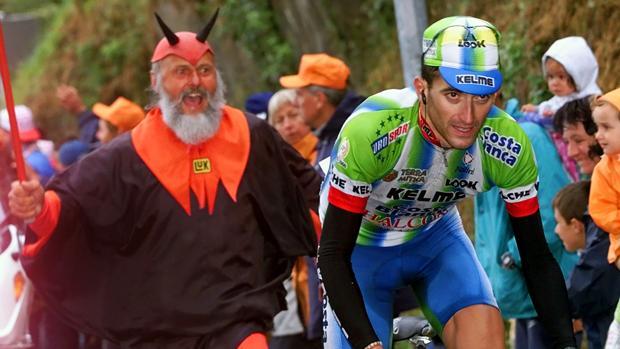 Javier Otxoa en una de las etapas del Tour de Francia en el año 2000