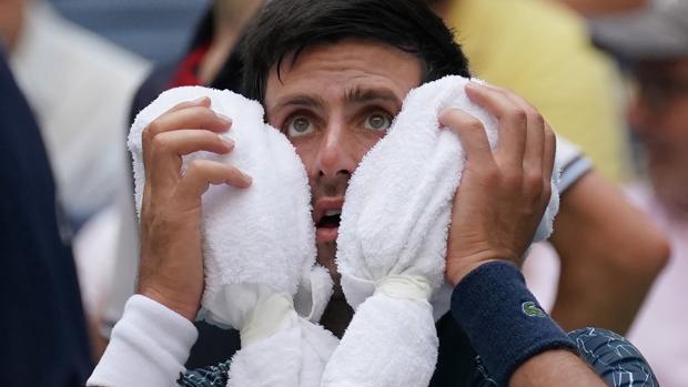 Djokovic, durante uno de los descansos de su partido