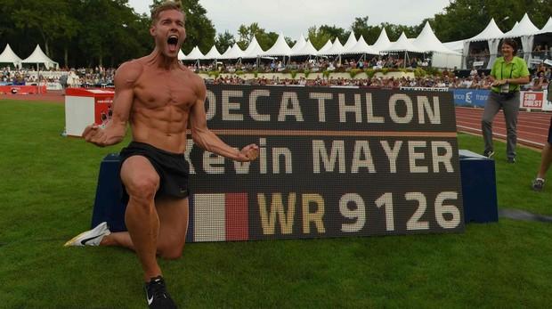 Kevin Mayer celebra su nuevo récord mundial de decatlón