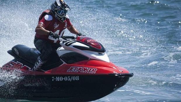 Una imagen de competición de motos de aguas.
