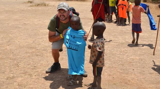 El atleta asidonense Lucas Astorga Sánchez hizo gala de la solidaridad que le caracteriza en Kenia.