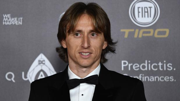 Luka Modic, antes de recibir el trofeo
