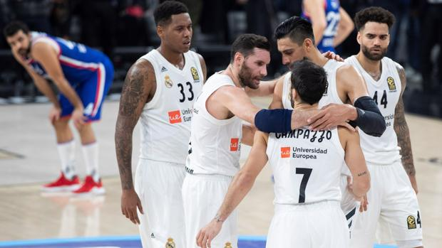 Los jugadores del Madrid, felices tras la victoria