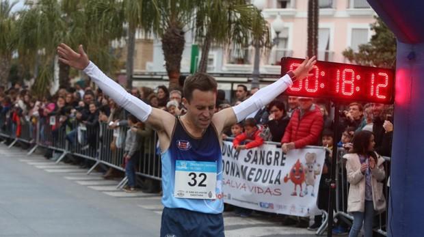 El isleño Luis Figueroa se proclamó campeón de la II San Silvestre Gaditana.