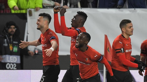 Los futbolistas del Stade Rennais celebran la victoria ante el Arsenal en la Europa League
