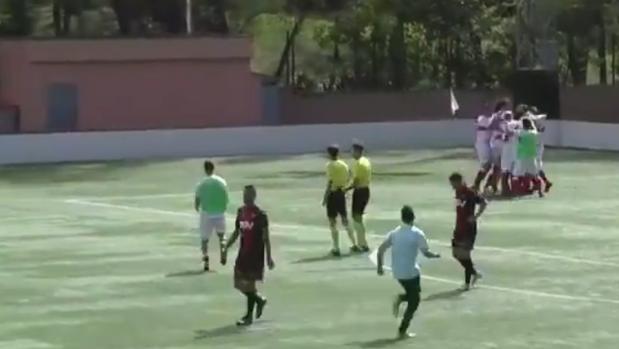 Los jugadores de la UD San Sebastián de los Reyes celebran la victoria