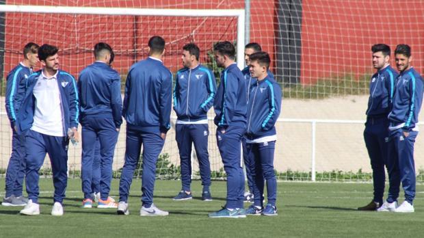 Los jugadores del Écija, el pasado fin de semana antes del partido ante el Gerena