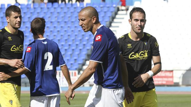 Chota, jugador del Melilla, en la imagen con Andrés Sánchez