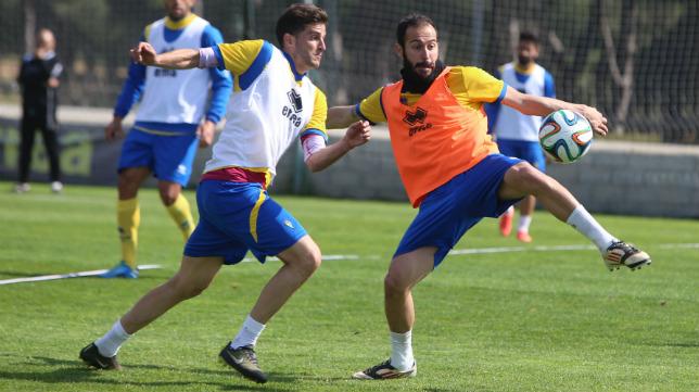 Andrés Sánchez ha entrenado con normalidad, tal y como se aprecia en la imagen, junto a Villar
