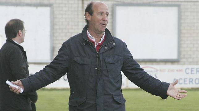 Ángel Marcos, entrenador del Cacereño.