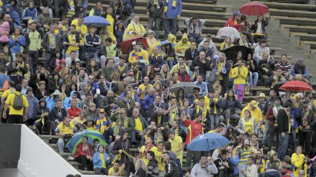 Aficionados cadistas desplazados a La Línea para ver el Balona-Cádiz CF de la pasada campaña.