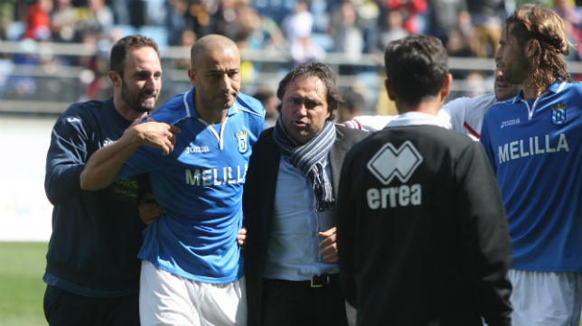 Chota, jugador del Melilla, se encaró con el futbolista del Cádiz CF Juan Villar al terminar el partido