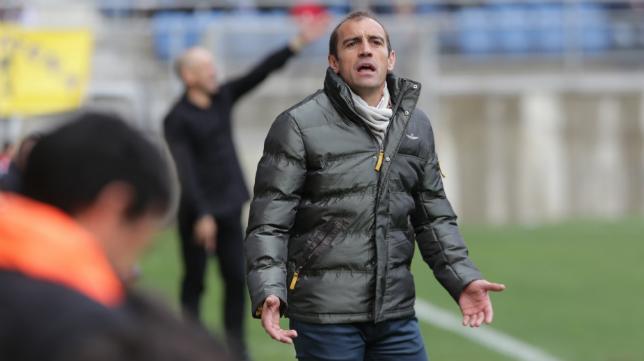 Eloy Jiménez cuando era entrenador del UCAM ante el Cádiz en Carranza.