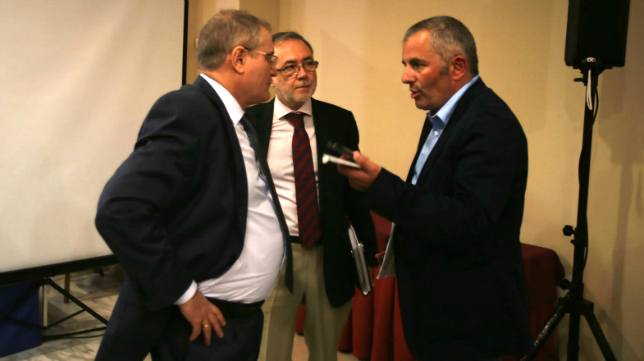 Manolo Vizcaíno y Fran Canal en una Junta de Accionistas