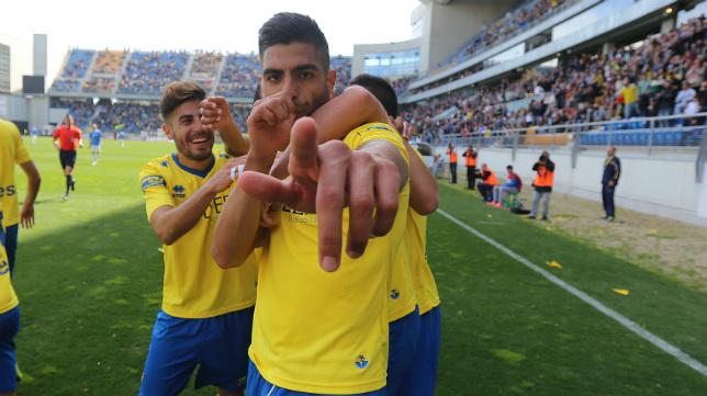 Jona, exjugador del Cádiz CF, ha sido traspasado por el Granada CF al Albacete.