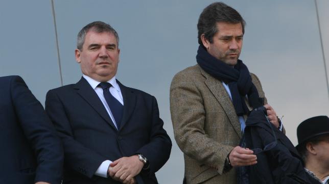 El presidente del cádiz CF Manuel Vizcaíno, en la grada de Carranza para ver el partido con el Melilla