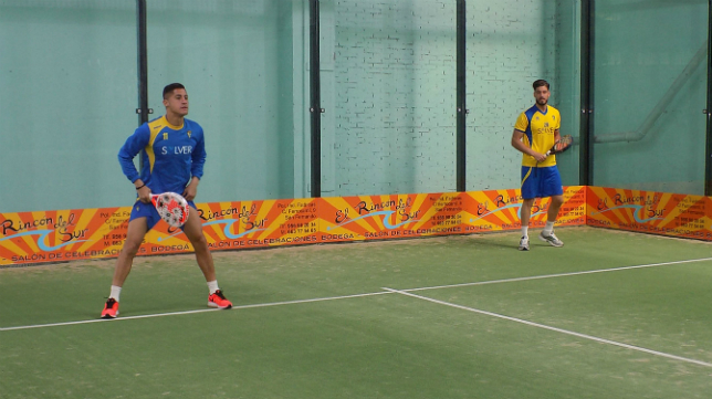 Los jugadores del Cádiz CF disfrutaron del padel