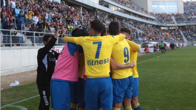 Los jugadores del Cádiz CF celebraron la victoria