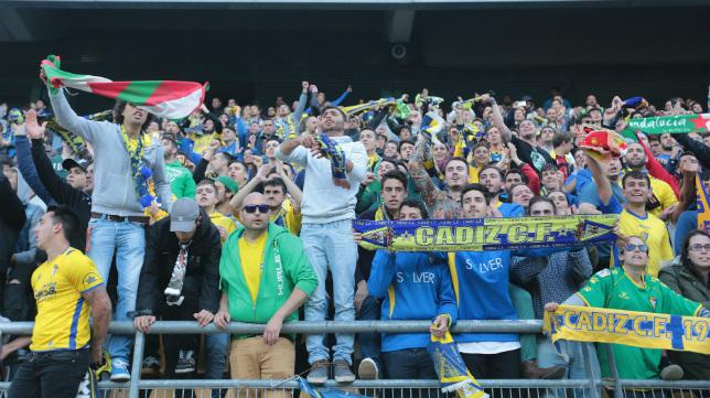 La afición se volcó con el equipo tras proclamarse campeón ante el Cartagena.