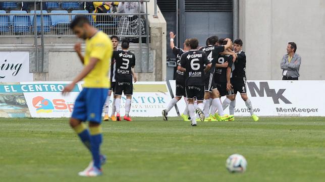 Jona se lamenta tras el segundo gol de la Balona, que le servía para empatar en Carranza.