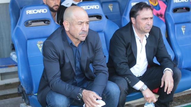 Claudio y Alfredo en el banquillo del Cádiz CF