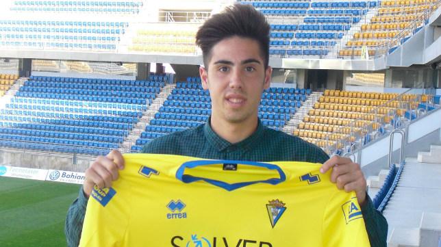 Pepe Castaño, esta tarde en Carranza tras firmar su renovación.