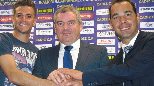 Manuel Vizcaíno y Jorge Cordero, en la renovación de Juan Villar.