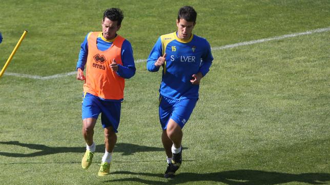 Mantecón, en la imagen junto a Arregi, durante un entrenamiento en El Rosal.