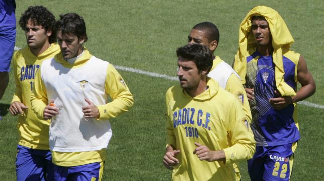 Ramón de Quintana, ahora segundo entrenador del Almería; en la imagen, con Paz y Parri.