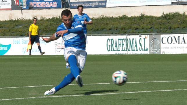 Pepe Díaz no podrá marcarle un gol al Cádiz al sufrir una dura lesión.