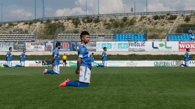 Los futbolistas del Lucena pasan por problemas deportivos y apuros económicos