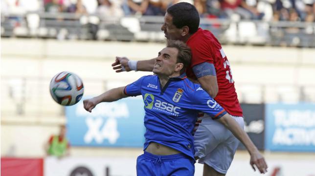Oviedo y Murcia jugaron un partido muy disputado en La Condomina.