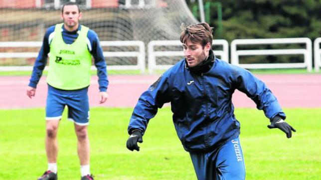 Jon Erice, centrocampista del Real Oviedo, también jugó en el Cádiz CF.