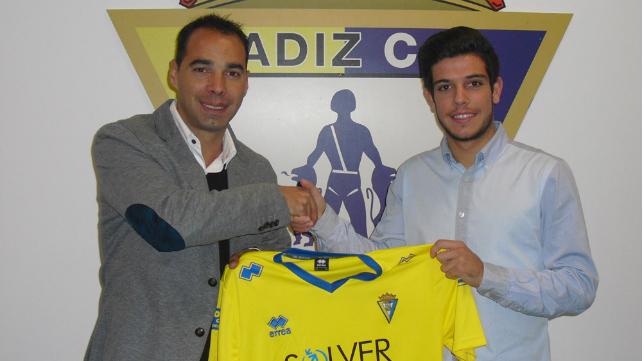 Alberto Quintana el día de su renovación con el Cádiz CF