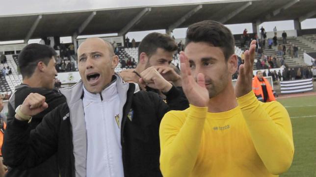 Calderón celebra la victoria en La Línea ante la Balona en Copa del Rey