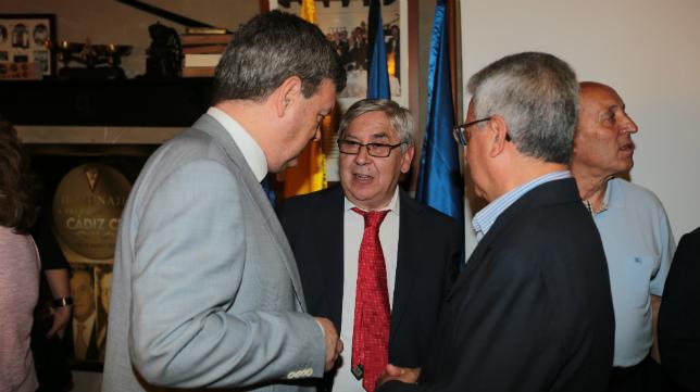 El expresidente cadista Antonio Muñoz Vera, con González Díez y Garófano en 'El Ventorillo del Chato'.