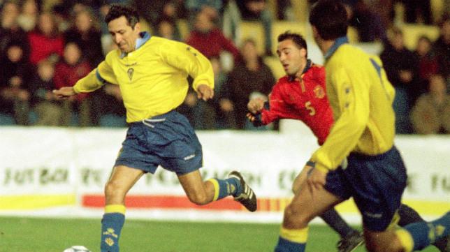 Mágico González, la última vez pisó Carranza ne 2001.