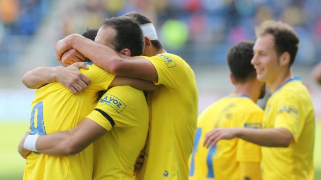 Los jugadores del Cádiz CF celebran un gol en Carranza.