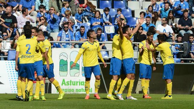 Jona marcó el primer gol en el Carlos Tartiere