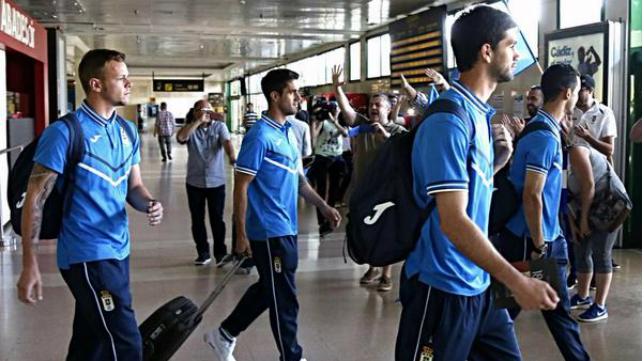 El Real Oviedo a su llegada al Aeropuerto de Jerez