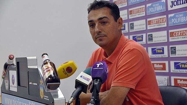 Salvachúa podría volver a cruzarse en el camino del Cádiz CF