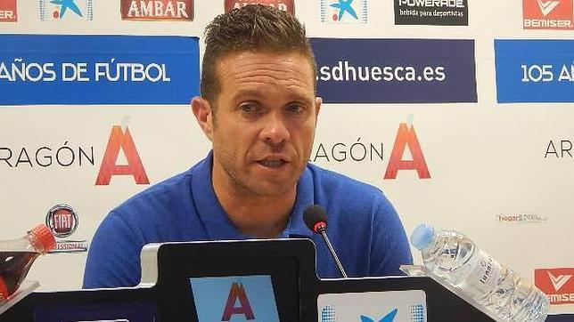 El entrenador Luis García Tevenet en su etapa como entrenador del Huesca