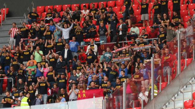 La afición del UCAM pagó solo cinco euros por desplazamiento y entrada gracias a la ayuda de su club.