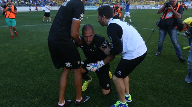 Aulestia intenta levantarse tras la derrota sufrida ante el Oviedo.