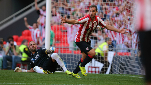 Santamaría celebra el primer gol del Bilbao Athletic.