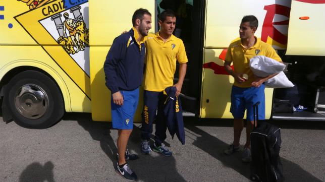 Andrés Sánchez, Josete y Martins (hoy en el Hércules), en un desplazamiento en autobús de la temporada pasada