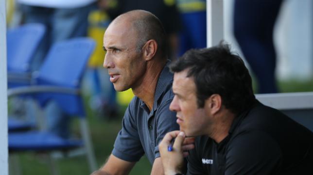 Antonio Calderón, junto a Chico, en un partido de la temporada en el Carranza.