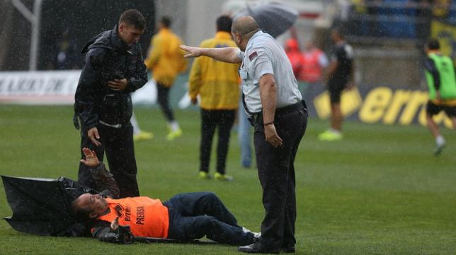 Momento de la agresión a Joaquín Hernández 'Kiki'