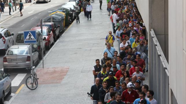 Las colas en Carranza para la adquisición de los abonos la pasada temporada.